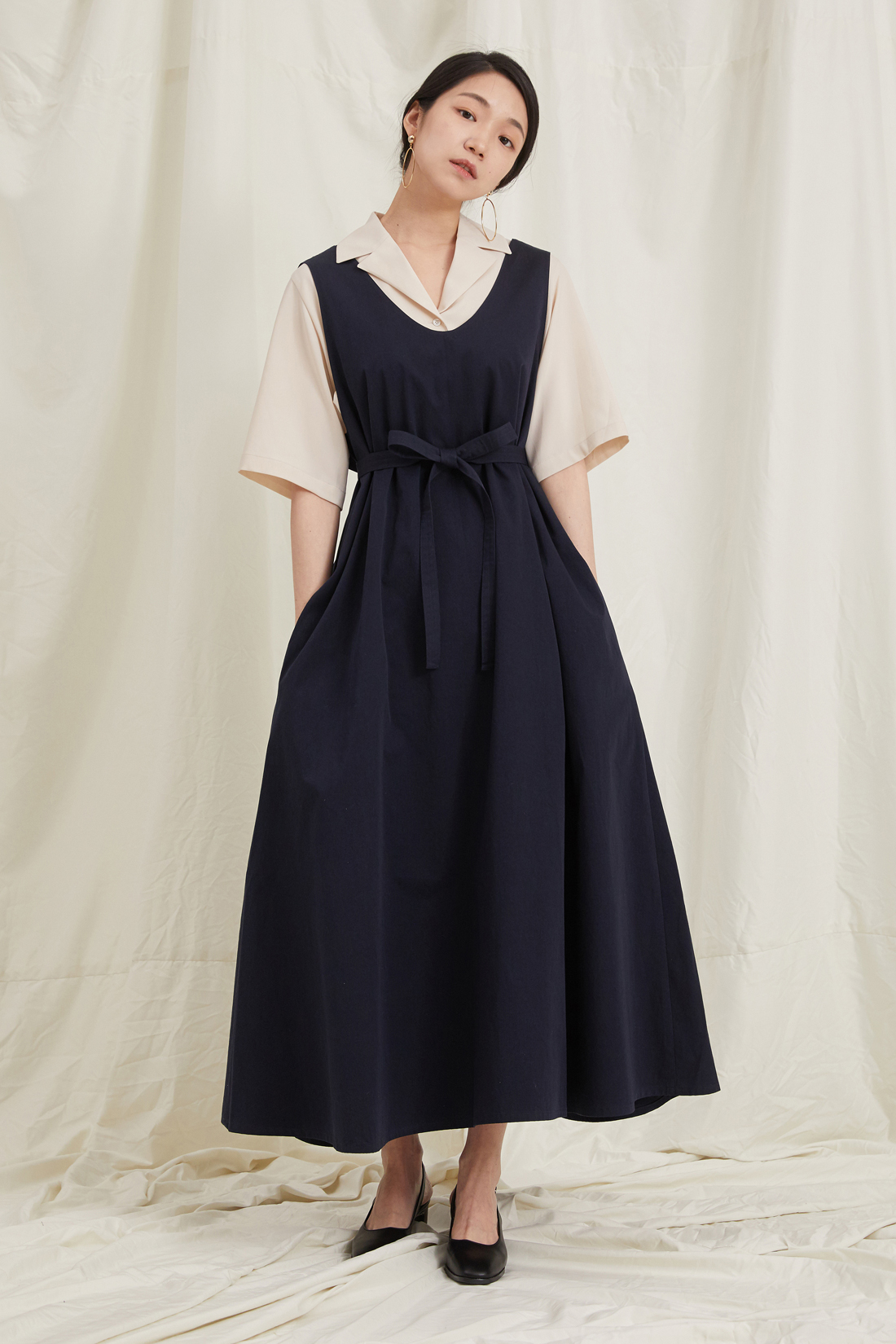 Long sleeveless dress. Navy